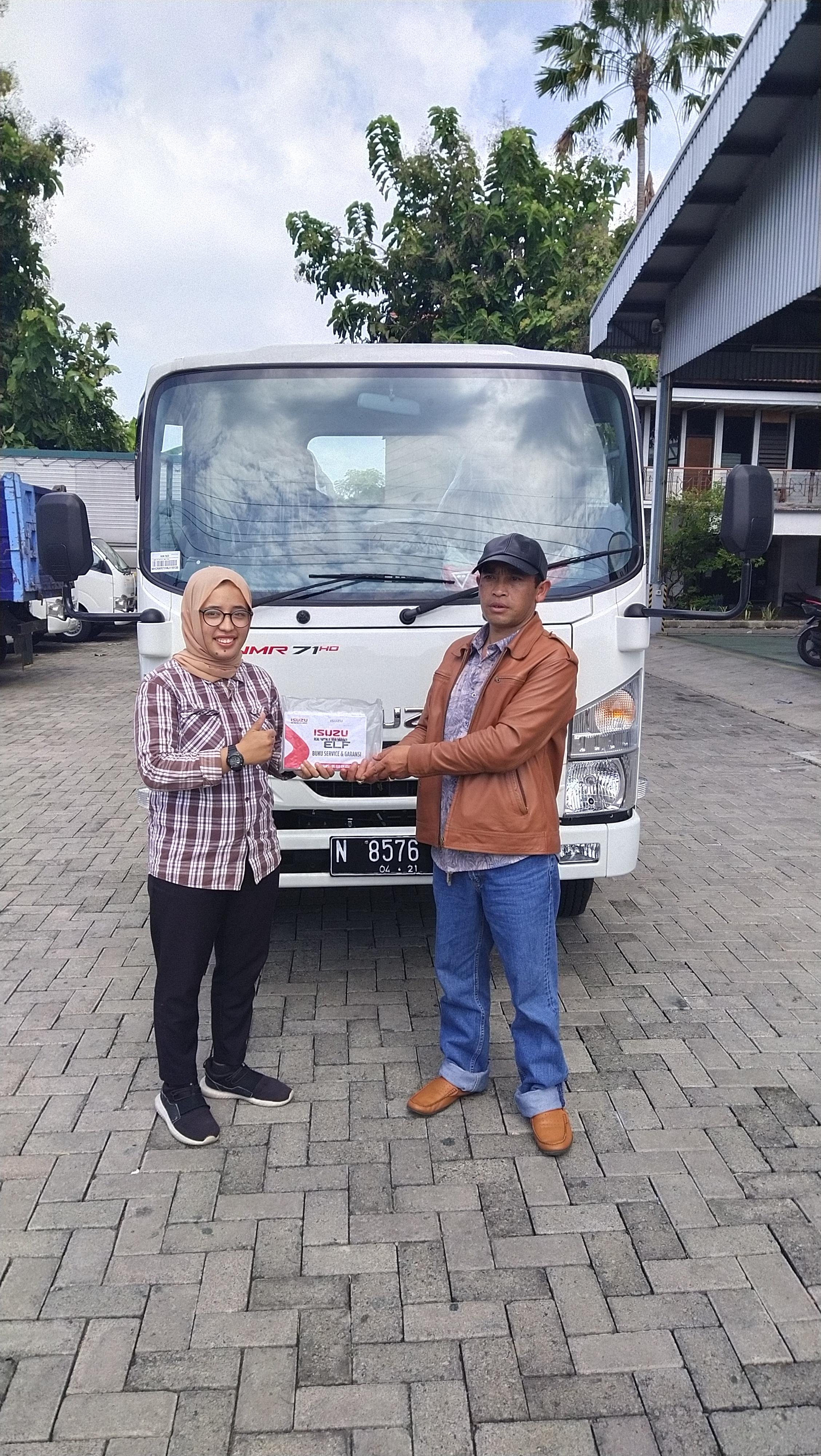 Sales Mobil  Isuzu Lumajang