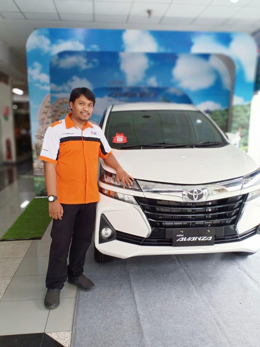 Sales Mobil  Toyota Surabaya