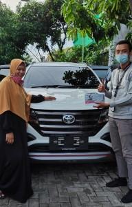 Serah terima unit an Firohwari Kredit Toyota Bekasi
